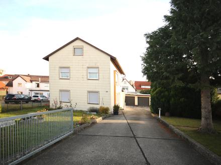 Einfamilienhaus mit Werkstatträumen und 4 Garagen