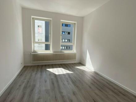 Altbau in Neubauqualität: 2-Zimmerwohnung mit tollem Wintergarten, 1. Og. rechts, Deb. Nr. 70703