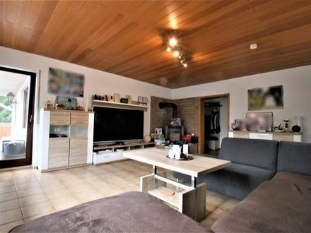 Gepflegte 4,5 Zimmer Wohnung mit Aussicht ins Grüne in zentraler Lage in Seeheim-Jugenheim
