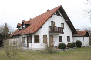 Langerringen ! Haus sucht Mieter ! Schöne Doppelhaushälfte mit großem Garten.