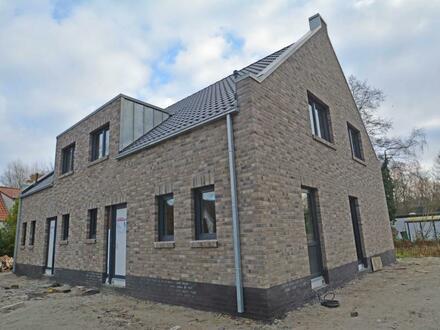 Neubau-Doppelhaushälfte nach KfW-55-Standard in begehrter Wohnlage von Oldenburg-Wechloy