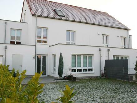 Neuwertige, energetisch hochwertige Doppelhaushälfte in Ludwigshafen-Maudach!!!