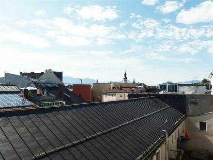 Mit Blick über die Dächer v. Ros.! Attrakt. 3–Zi.-Whg., 4. OG ohne Lift, Ros./Kaiserstraße