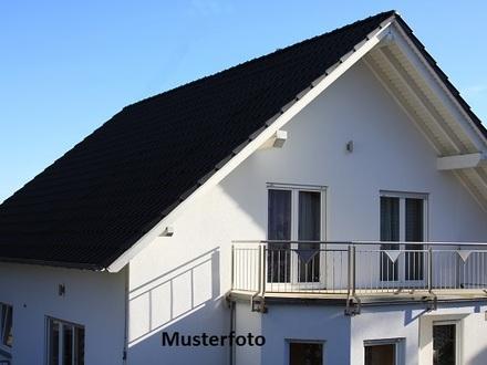 Einfamilienhaus mit 4 Garagen