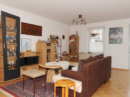 Gepflegte Senioren-Wohnung mit zwei Zimmern sowie Balkon und EBK in Heilbronn