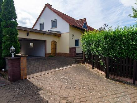 Freistehendes EFH mit großer Garage und Garten