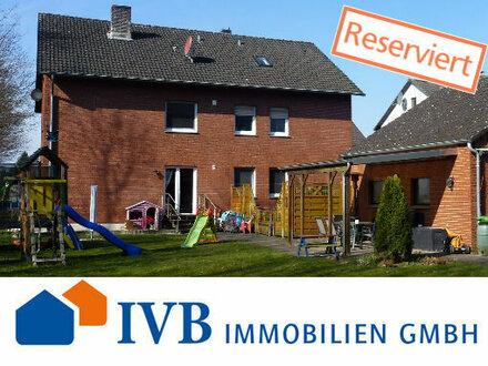 Attraktives Zweifamilienhaus mit Ausbaupotenzial auf großem Grundstück in Halle!