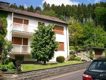Zwangsversteigerung: Zwei-Familien-Doppelhaushälfte mit Garage in Stadtnaher Lage von Werdohl