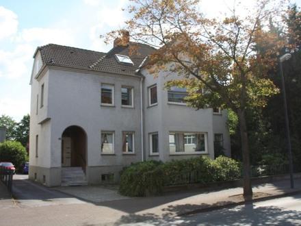 Schmuckes Dreifamilienhaus vis á vis zum Miele- Werk!