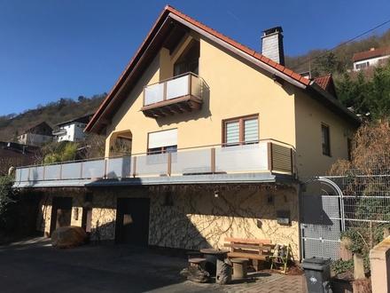 Schönes Haus mit 186 m² Wfl., 1252 m² Grundstück mit Pool, zwei Garagen in ruhiger Lage