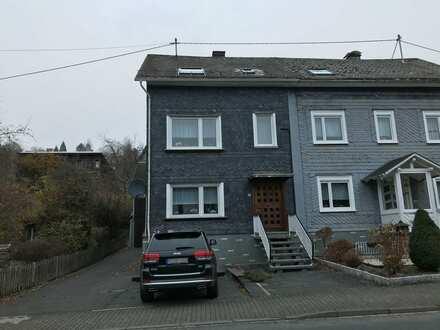 Gepflegte Doppelhaushälfte mit Scheune/Werkstatt/Garage und Garten in Wilnsdorf-Obersdorf