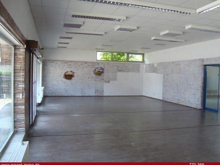 ** Lagerhalle mit Verkaufsraum oder Wohngrundstück zur reinen Wohnbebauung möglich **