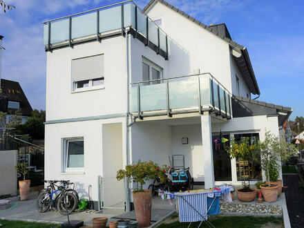 ARNOLD-IMMOBILIEN: Modernes Haus in ruhiger Lage