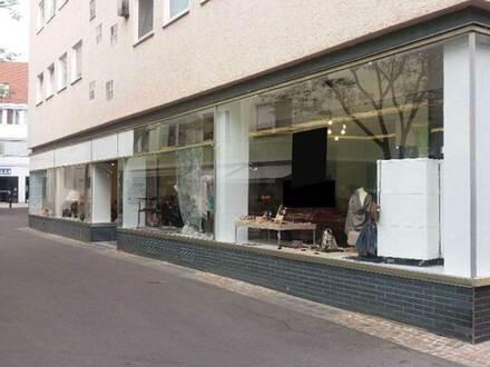 Nahe 1A-Lage Fußg.-Z. Fleiner Str..: sehr helles, gepflegtes Geschäft, 31m Schaufenster