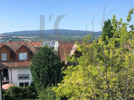 Schicke Dachgeschosswohnung mit Terrasse und 2 Balkone