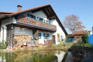 Gemütliche Doppelhaushälfte im Landhausstil in Graben