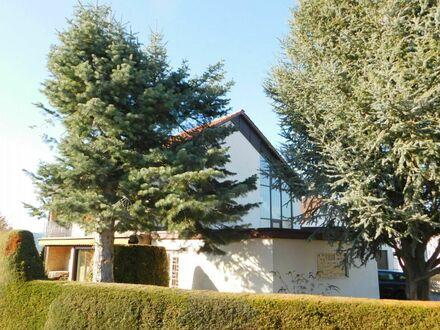 ~Großes, freistehendes Einfamilienhaus mit liebevoll angelegtem Garten in ruhiger Ortsrandlage~