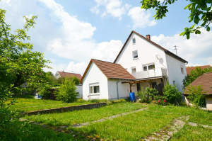 Einfamilienhaus mit Ausbaupotential und großem Grundstück