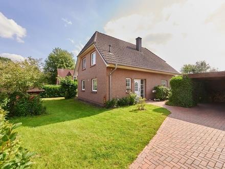 RESERVIERT! Freistehendes Einfamilienhaus mit schönem Garten und Doppelcarport in Tarmstedt