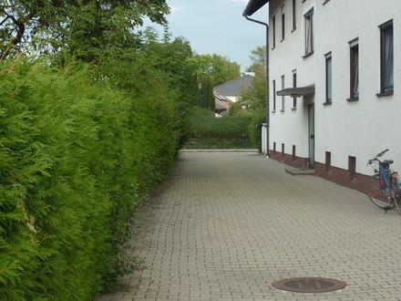 Helle, neu modernisierte 3 Zimmer-Dachgeschoss-Wohnung in ruhiger Lage von Graben mit Pkw-Stellplatz
