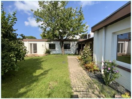 Komfortabler 6-Zi-Winkelbungalow mit kleinem Süd-Garten und Carport wenige Minuten in Zentrum !