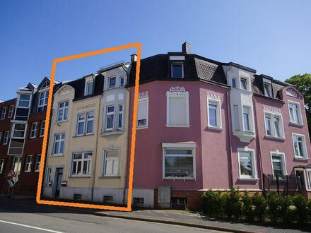 Vollvermietetes Dreifamilienhaus mit Nebengebäude und Garagen