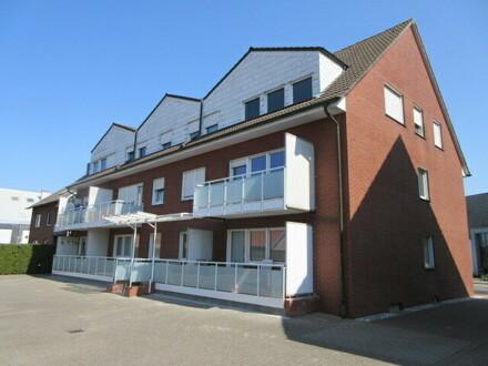 top Dachgeschoßwohnung mit EBK und guter Ausstattung in ruhiger zentraler Ortslage.