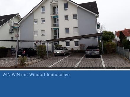 großzügiges Dachgeschoss mit zwei Balkonen, Einbauküche, Carport und extra Stellplatz