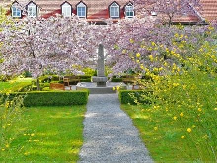 Büro- und Praxisräume mit Erweiterungsmöglichkeit in herrlichem Anwesen mit Parkgarten