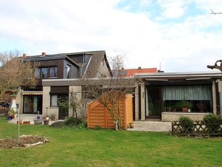 Großes Wohnhaus mit Einliegerwohnung oder Büro und Doppelgarage in Salder