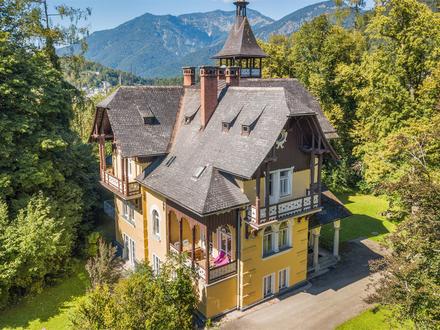 Salzkammergut-Villa von 1897 in Alleinlage auf 12.000 m² großem Grund