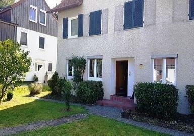 Erdgeschoss-Wohnung mit viel eigenem Garten in ruhiger Lage in Itzelberg
