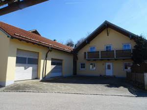 Vielseitig nutzbar: Werkstattgebäude mit zeitgemäßem Wohnhaus