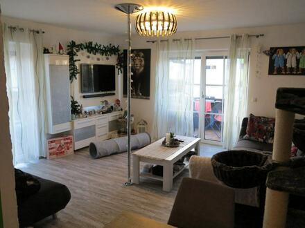 Helle, geschmackvoll renovierte Eigentumswohnung im Herzen Traunreuts