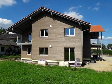 Neubau-Erdgeschoßwohnung in 4-Parteienhaus, nur 600 m zum Chiemsee