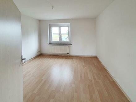 Attraktive 2-Zimmer-Wohnung mit Laminat //Tageslichtbad mit Dusche // ruhige Lage