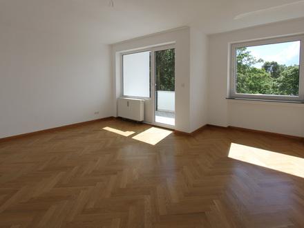 Aukammgebiet - 4 ZKB/ Balkon / Parkett / neue EBK / renoviert / Lift