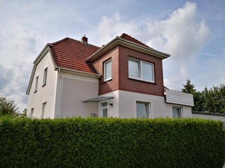 Für Kapitalanleger und Eigennutzer! Gepflegtes Zweifamilienhaus mit zusätzlicher Wohnung im Anbau