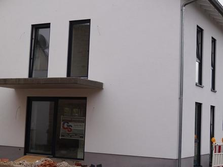 ** ERSTBEZUG: Moderne Doppelhaushälfte von beeindruckender Größe ... in Bauphase ... **