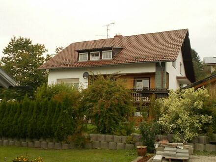 RESERVIERT ! Zweifamilienhaus mit schönem Garten