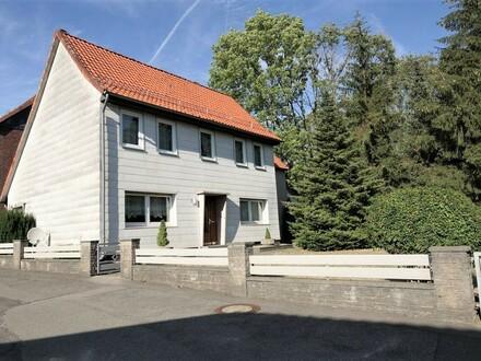 Einfamilienhaus mit Einliegerwohnung und Anbau