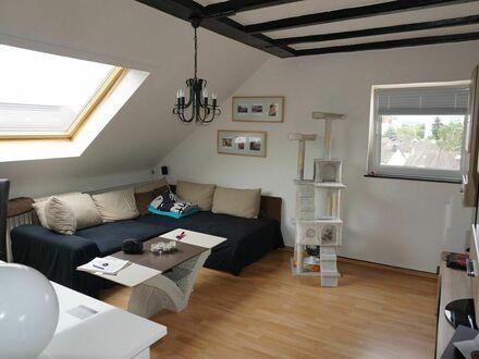ARNOLD-IMMOBILIEN: Kleine Dachgeschosswohnung mit Charme