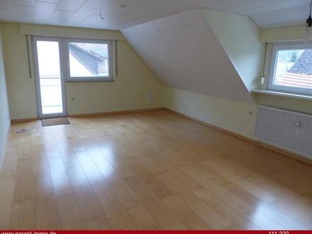 Freie 3 Zimmer-Wohnung mit Balkon