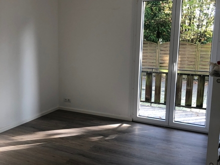 Zum 01.12: 54 m² große 2,5 Zimmer Erdgeschosswohnung direkt an der Alexanderstraße! WG ist möglich!