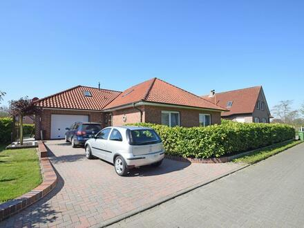 Bungalow mit Garage in Halbemond