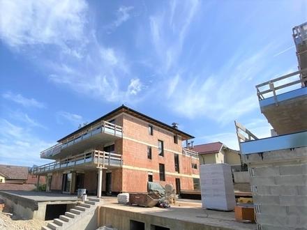 Mondsee: Moderne 3 Zimmerwohnung mit 70 qm weitläufiger Terrasse und atemberaubenden Seeblick!