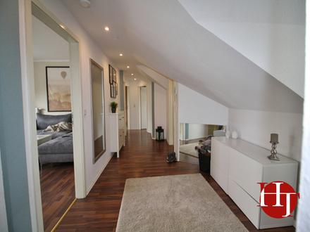 Gemütliches Dachgeschoss mit Einbauküche, Sonnenbalkon und Vollbad!