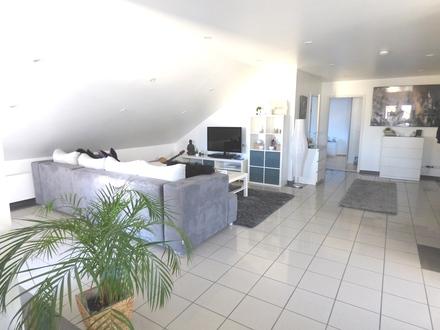 Moderne 2-Zimmer Dachgeschosswohnung mit Balkon und hochwertiger Einbauküche
