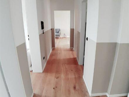 ARNOLD-IMMOBILIEN: Hochwertige Ausstattung - Bauhaus-Charme mit Ausblick