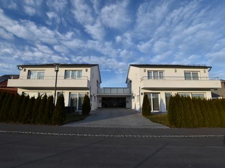 *Waldburg* - Zwei moderne Einfamilienhäuser mit gemeinsamer Doppelgarage